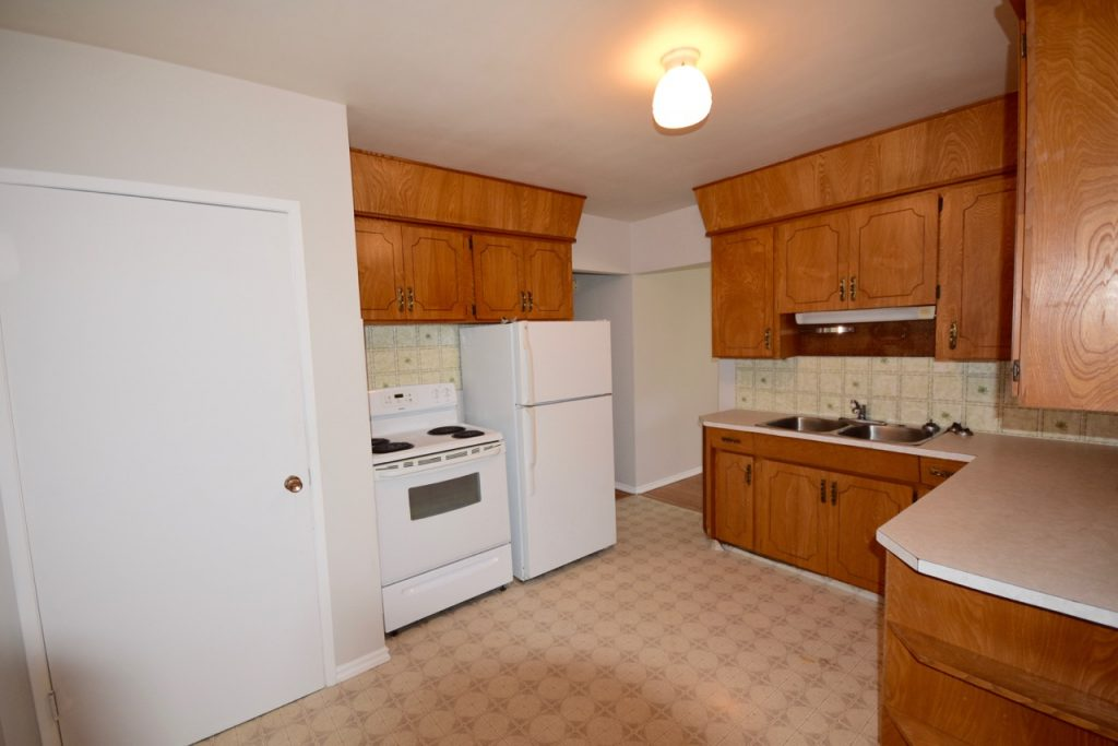 kitchen renovation in Edmonton income property before picture